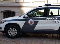 Представитель муниципальной полиции Риги Ласма Грейдане, по названному адресу было получено сразу два вызова за незаконное собрание и возможное нарушение ограничений по коронавирусу