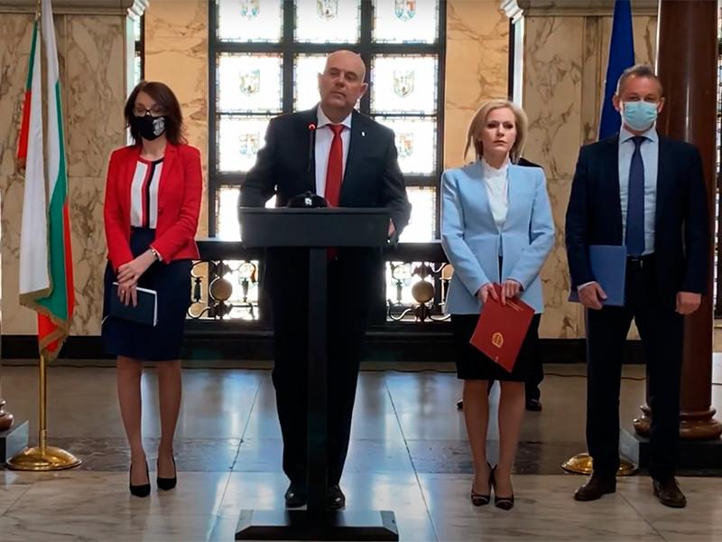 Шесть граждан России подозреваются во взрывах на заводах и военных складах в Болгарии, троим из них уже предъявлены обвинения в покушении на болгарского бизнесмена Эмилиана Гебрева