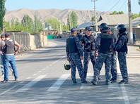 По данным на 1 мая, с киргизской стороны погибли 33 человека, среди них три киргизских пограничника. 163 человека пострадали, у 49 из них тяжелые травмы. Среди пострадавших - 23 военнослужащих. 1-2 мая в Киргизии объявлены днями национального траура
