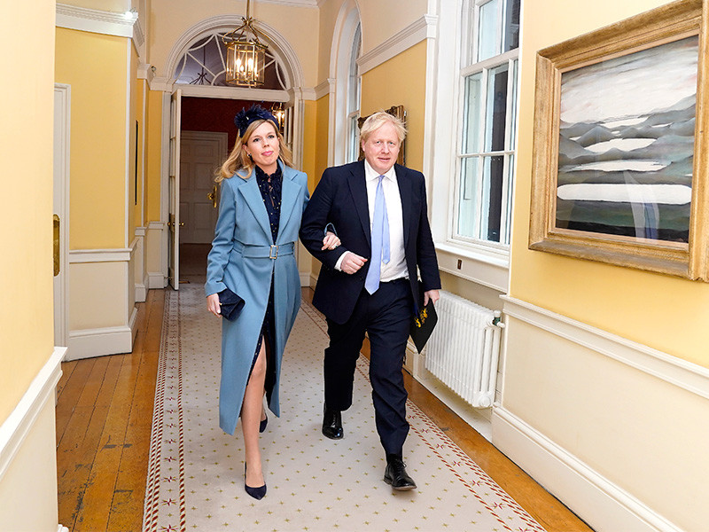 Премьер-министр Великобритании Борис Джонсон тайно обвенчался со своей 33-летней невестой Кэрри Саймондс в Вестминстерском соборе в Лондоне в субботу