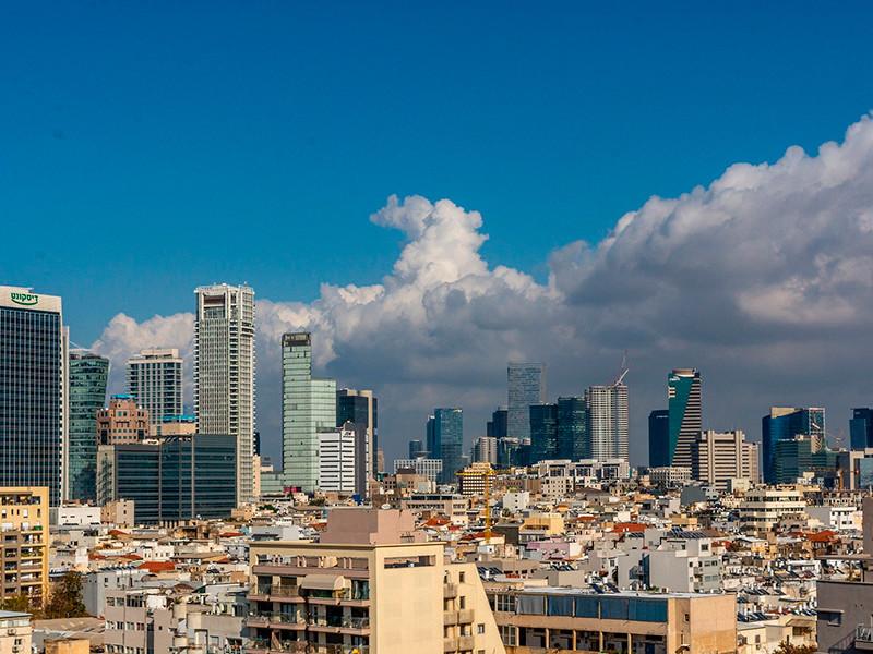 В Тель-Авиве и других городах Израиля начали открывать бомбоубежища на фоне обстрелов из сектора Газа