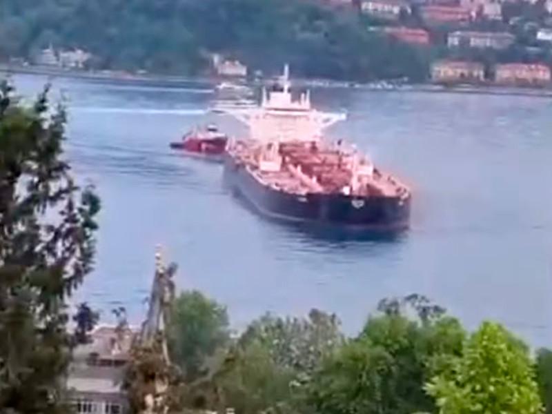 Администрация пролива Босфор в Стамбуле приостановила движение из-за аварии на нефтеналивном танкере RAVA в районе Стамбула