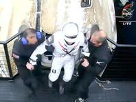 Как сообщило НАСА, спускаемая капсула корабля с астронавтами НАСА Майклом Хопкинсом, Виктором Гловером, Шеннон Уокер и астронавтом Японского агентства аэрокосмических исследований (JAXA) Соичи Ногучи вслед за раскрытием всех парашютов приводнилась в 02:57 по времени Восточного побережья США