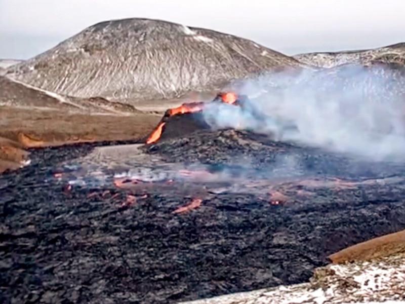 Вулкан Фаградальсфьядль спал 6 тыс. лет. Он пробудился 19 марта. После этого туристы со всего мира стали съезжаться на полуостров Рейкьянес, чтобы полюбоваться на лаву