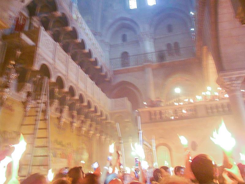 В субботу, 1 мая, в храме Гроба Господня в Иерусалиме прошла церемония освящения Благодатного огня