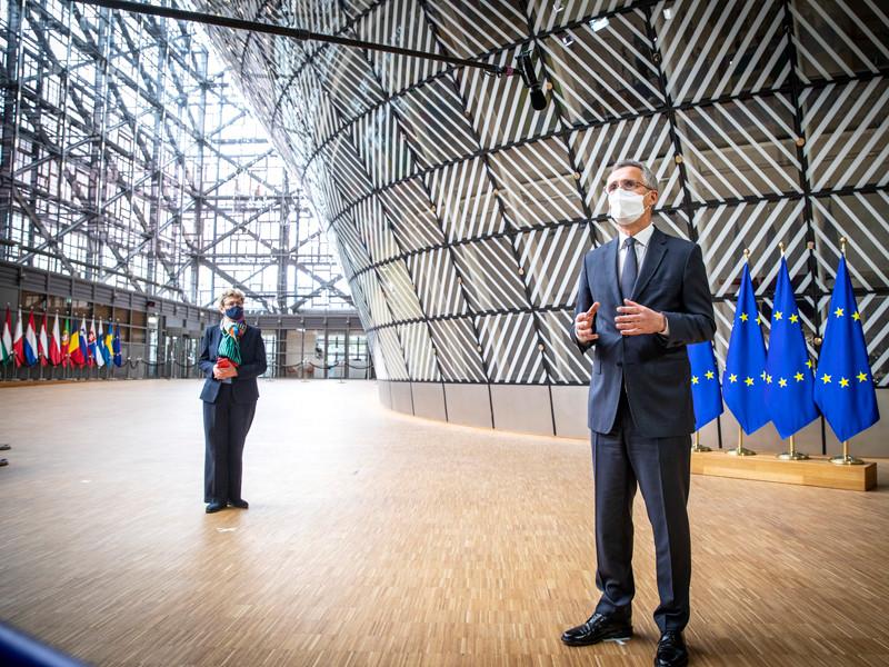 НАТО приветствует решение Совета ЕС на уровне министров обороны допустить США, Канаду и Норвегию к европейской программе PESCO, главной целью которой является повышение возможностей быстрой переброски сил НАТО по территории Европы