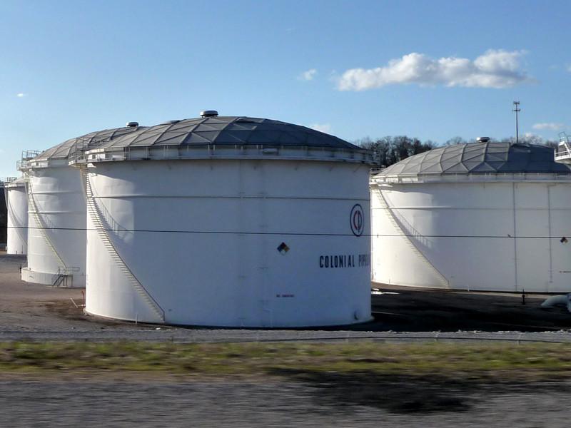 В четырех штатах США ввели чрезвычайное положение из-за риска дефицита топлива
