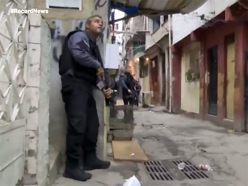 В Рио-де-Жанейро в ходе полицейской спецоперации погибли в перестрелке 25 человек
