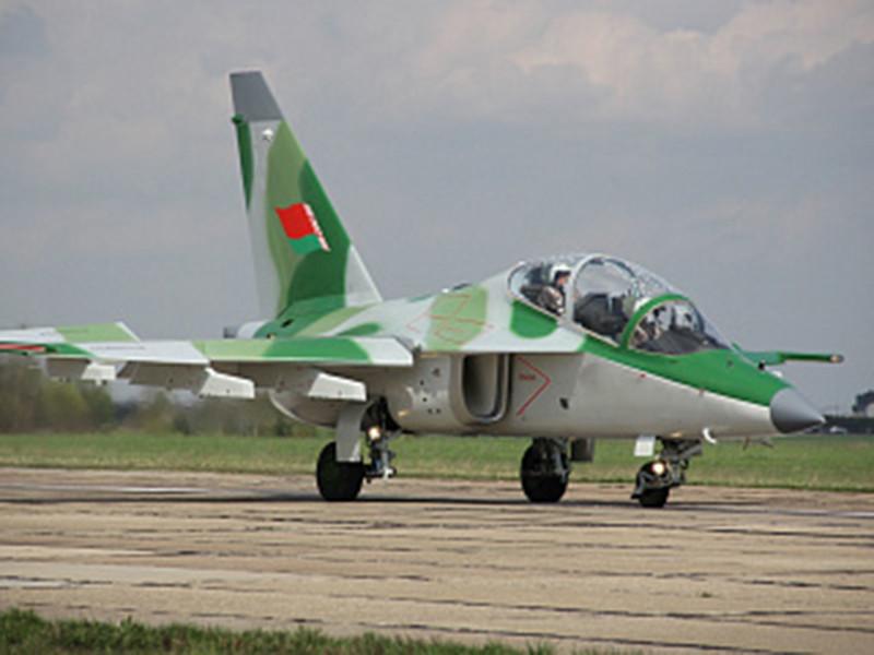В Белоруссии под Барановичами при выполнении учебно-тренировочного полета потерпел крушение военный самолет Лидской штурмовой авиабазы Як-130