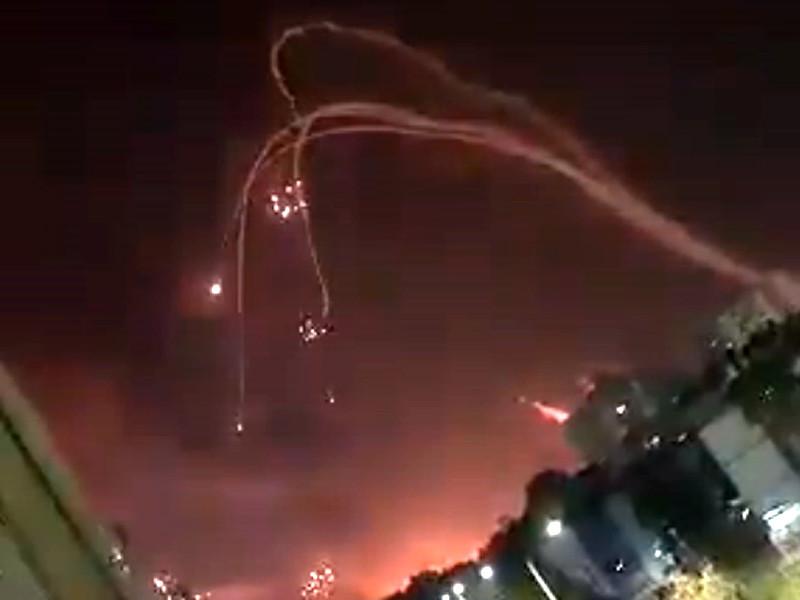 """""""Железный купол"""" перехватывает ракеты, выпущенные по южным районам Израиля"""