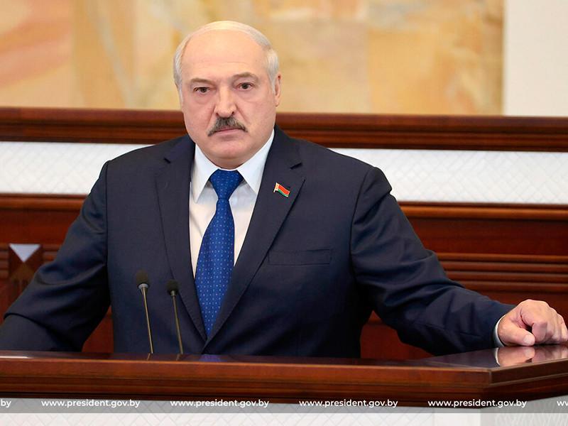 """Лукашенко: сообщение о """"минировании"""" самолета Ryanair поступило из Швейцарии, на борту находился """"террорист"""""""