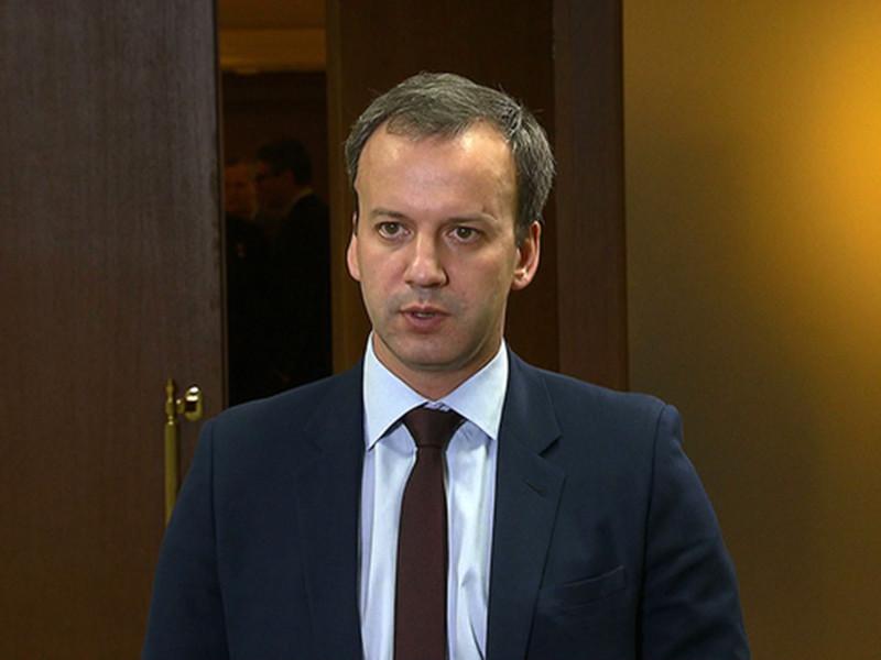 Сокращение поставок нефти в Белоруссию связано с тем, что белорусские партнеры недоплачивают России за газ, заявил вице-премьер РФ Аркадий Дворкович