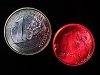 Рубль слабеет вслед за дешевеющей нефтью