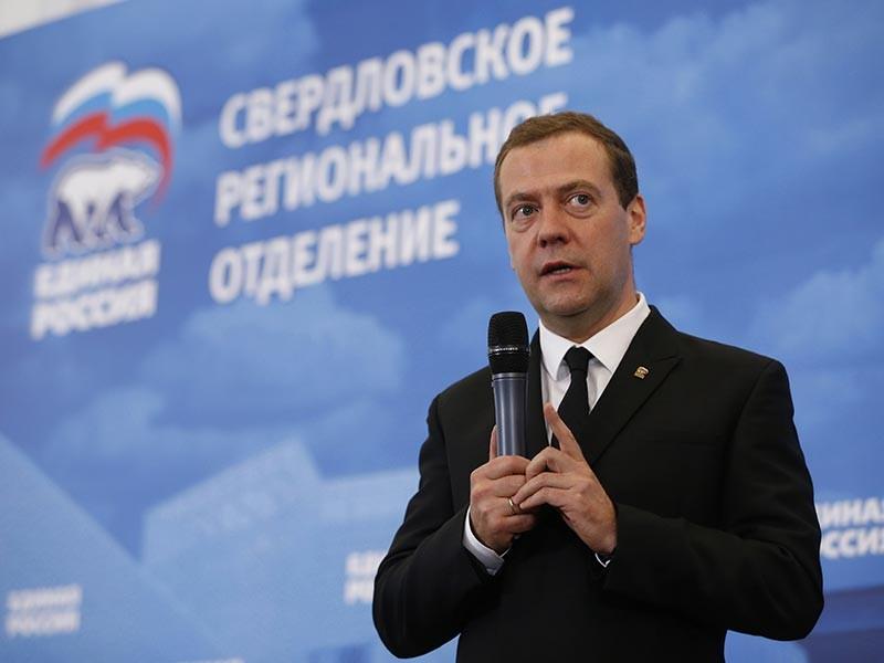 Премьер-министр РФ Дмитрий Медведев признал, что многократное увеличение заработной платы и пенсий в России в настоящее время является невозможным