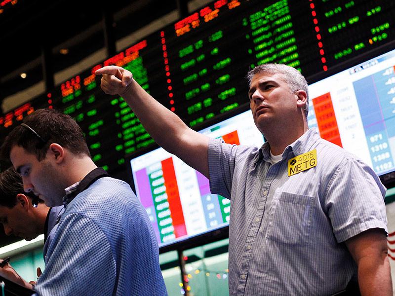 В понедельник цены на нефть, подросшие в пятницу и колебавшиеся в выходные, снова перешли к падению