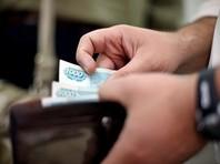 В конце июня результаты опроса, проведенного Всероссийским центром изучения общественного мнения (ВЦИОМ), показали, что финансовое положение 42% российских семей ухудшилось за последний год