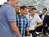 Медведев: правительство принимает такие решения, чтобы не допустить сваливания экономики в штопор