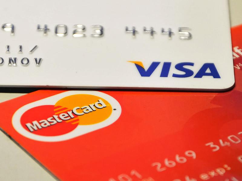 """Российские банки снижают требования к возрасту заемщиков. Эксперимент начал даже """"Сбербанк"""", до последнего времени не выдававший кредитные карты людям до 25 лет"""