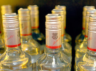 В России в условиях ожидаемого роста цен предложили снизить стоимость бутылки водки до 136 рублей или даже до 100