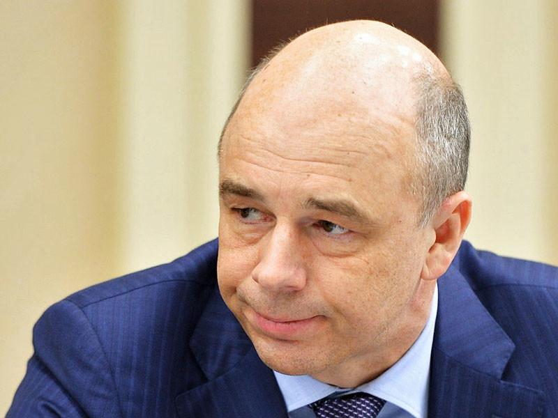 Министр финансов РФ Антон Силуанов сообщил, что его ведомствоне планирует пересматривать цену на нефть, заложенную в бюджет РФ на 2017-2019 годы, в связи с решение стран ОПЕК снизить добычу нефти