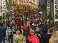 Хотя россияне оценивают свое финансовое положение стабильно низко, по официальной статистике, доля бедного населения сокращается
