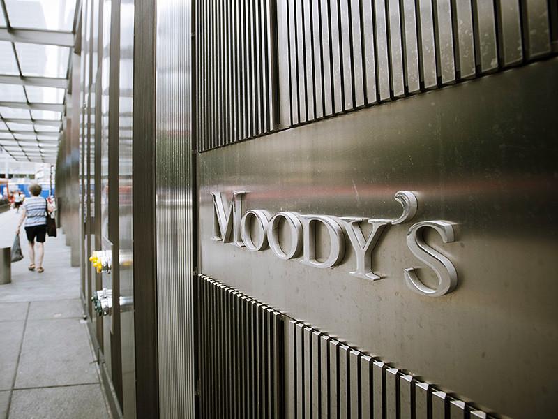 Международное рейтинговое агентство Moody's улучшило прогноз по российской банковской системе с негативного до стабильного. Об этом говорится в опубликованном в понедельник сообщении организации