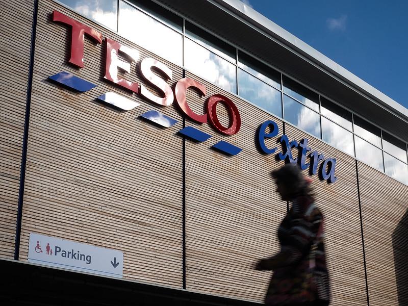 Крупнейшая британская розничная сеть Tesco сняла с продажи в своем онлайн-магазине десятки наименований популярных продуктов из-за разногласий с их производителем по поводу отпускных цен