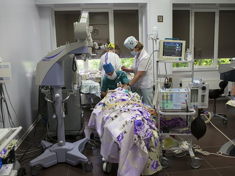 В исследовании Финансового университета при правительстве РФ, проведенном по заказу социального блока кабмина, говорится, что за последние пять лет заметно возросла доля взрослых россиян, которые посещают платные поликлиники и больницы