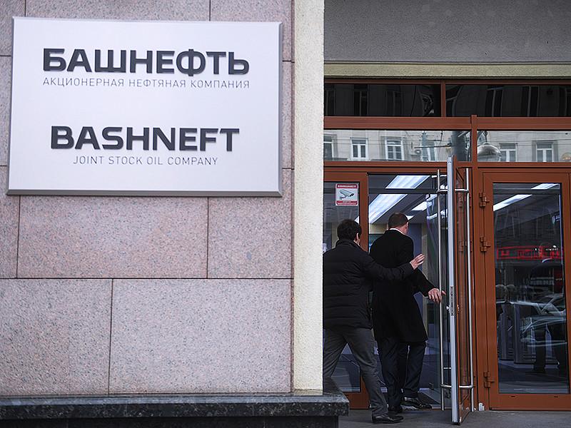 """Группа ВТБ, чей инвестиционный банк, """"ВТБ Капитал"""", был организатором приватизации контрольного пакета """"Башнефти"""", официально заявила, что не получала """"абсолютно никаких претензий"""" от правоохранителей по поводу этой сделки"""