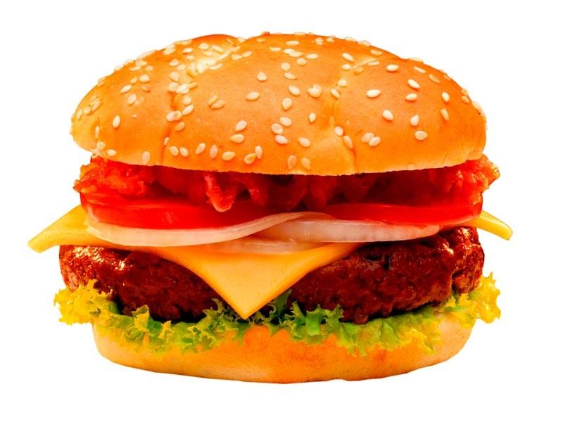 Минздрав хочет ограничить рекламу вредной еды