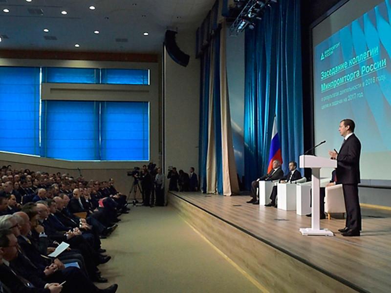 Премьер-министр Дмитрий Медведев на итоговом заседании коллегии Минпромторга выступил с предложением устанавливать электронные чипы в кроссовки, древесину и авиакомпоненты