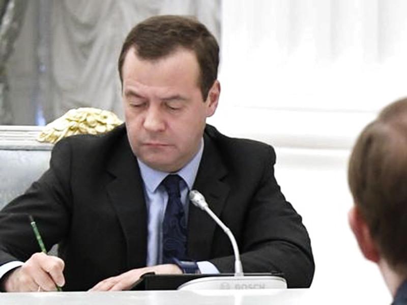 Подписанное в понедельник Дмитрием Медведевым постановление правительства смягчило правила их казначейского контроля, лишив Федеральное казначейство права блокировать размещение данных о закупках до окончания проверки документации