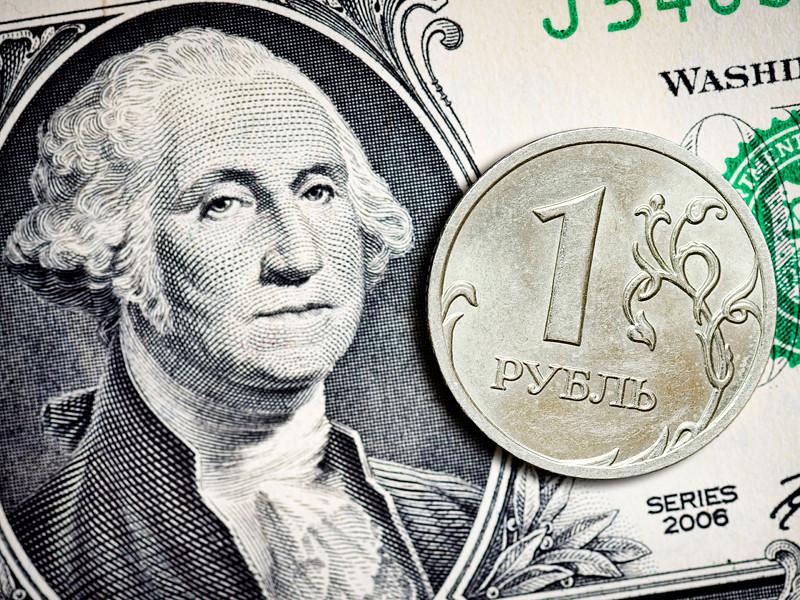 Россияне через год ожидают курс доллара на уровне 58 рублей. Таковы данные социологического опроса, проведенного Всероссийским центром изучения общественного мнения (ВЦИОМ) 25-27 марта и 25-27 апреля