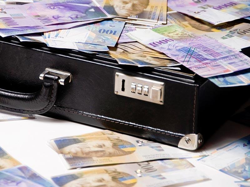 Объем теневой экономики в России составляет 33,6 трлн рублей или 39% от размера прошлогоднего ВВП страны. По этому показателю Россия занимает четвертое место в мире