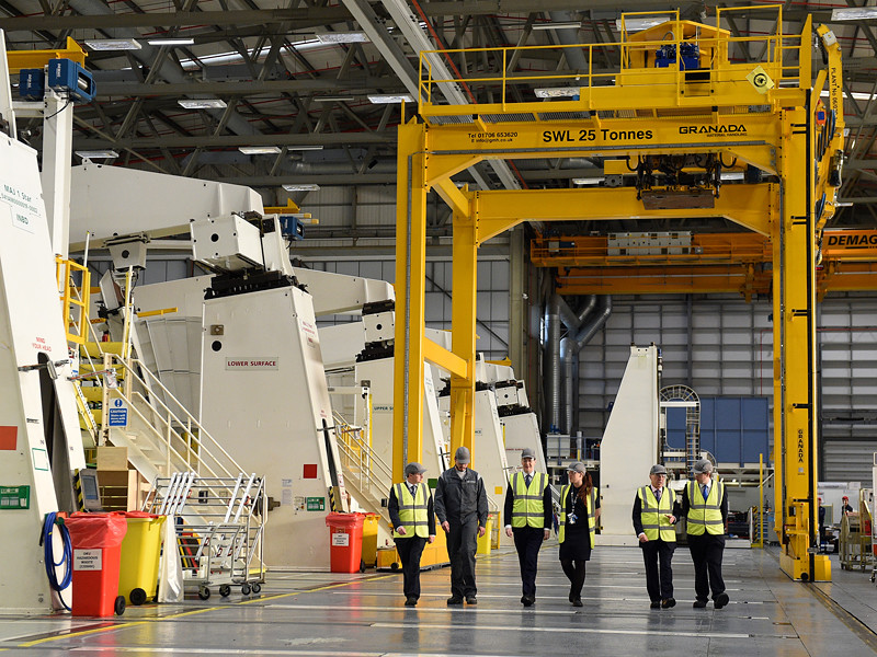 Airbus может перенести производство новых моделей самолетов из Великобритании из-за возможных последствий Brexit: выход из единого пространства Евросоюза грозит сложностями с передвижением рабочей силы и новыми торговыми тарифами