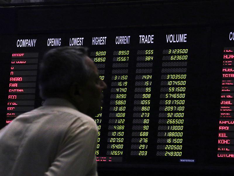Прогноз МЭА по спросу и предложению не вдохновил рынок, нефть возобновила снижение