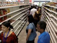 """Подобные санкции, если они будут введены, станут самым жестоким ударом по финансовой системе Венесуэлы после того, как президент Дональд Трамп пообещал предпринять """"быстрые экономические действия"""" против Мадуро"""