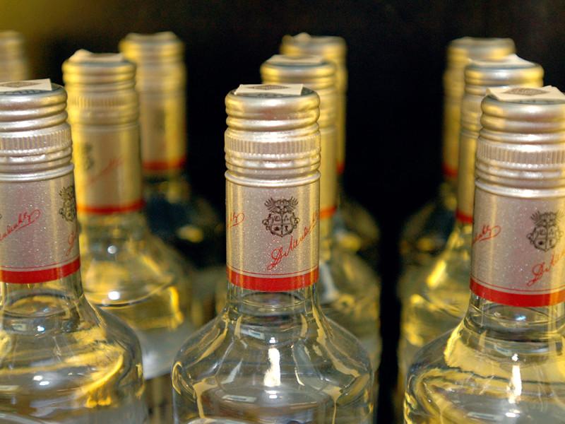 """Минздрав предложил повышать цены на водку быстрее инфляции. Минпромторг опасается роста популярности """"боярышника"""""""