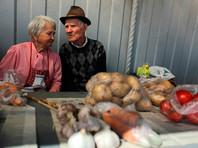 Кризис выгнал на огород: бороться с бедностью пенсионерам все чаще помогают приработки и экономия