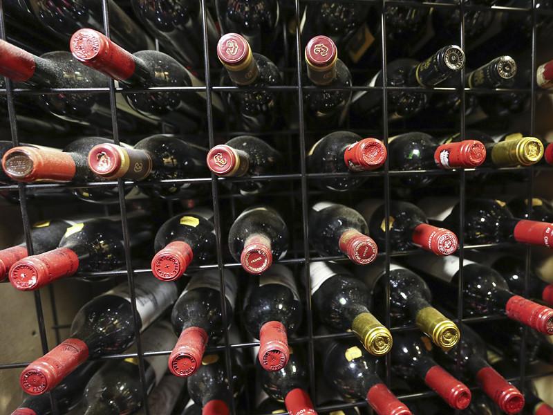 Минфин предлагает разрешить с 1 января 2018 года онлайн-продажу вина с защищенным географическим указанием и защищенным наименованием места происхождения, а также пива и пивных напитков, сидра, пуаре и медовухи