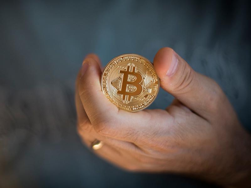 После запрета ICO и закрытия криптовалютных бирж в Китае курс биткоина упал ниже 3 000 долларов