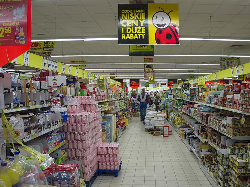 Транснациональные корпорации скупятся на качественные ингредиенты для продукции, поставляемой в Чехию, Словакию, Венгрию, Польшу, Болгарию и Румынию, и, например, заменяют животные жиры на растительные или добавляют подсластители и сироп из глюкозы вместо натурального сахара