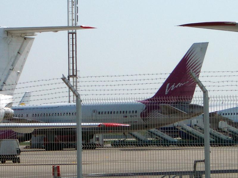 """""""ВИМ-Авиа"""" просит 840 млн рублей. Они нужны для перевозки клиентов в места назначения. У других авиакомпаний, которые во вторник вечером выразили готовность перевезти этих пассажиров, нет достаточных мощностей на нужных направлениях, говорят представители """"ВИМ-Авиа"""""""