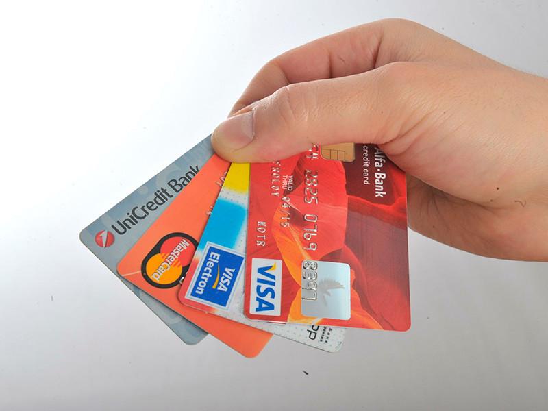 Правительство РФ запретит снятие наличных с неименных банковских карт и электронных кошельков