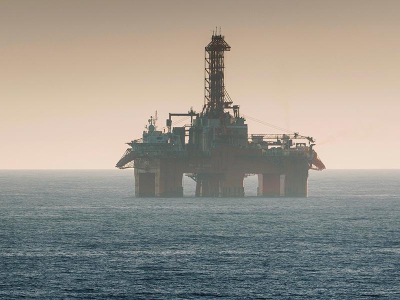 """Цена нефти снижается в пятницу утром, 6 октября, поскольку инвесторы насторожены относительно тропического шторма """"Нэйт"""", направляющегося к Мексиканскому заливу"""