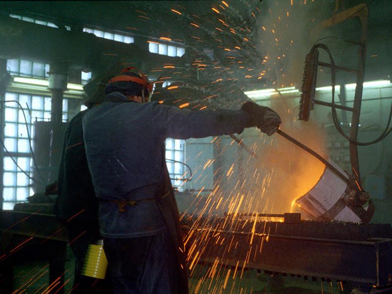 Согласно опубликованным в понедельник данным Росстата, промышленное производство в РФ сентябре выросло к тому же месяцу 2016 года на 0,9%