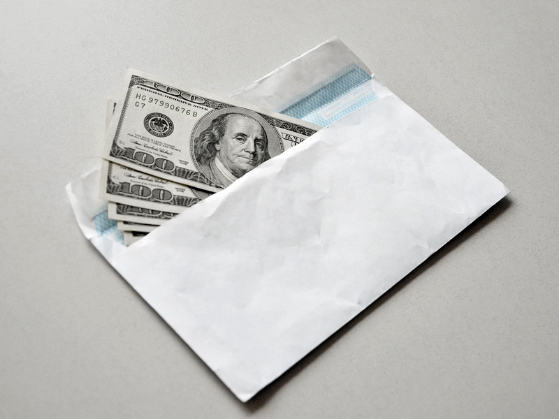 """Доля россиян, не согласных на зарплату """"в конверте"""", выросла до 38%"""