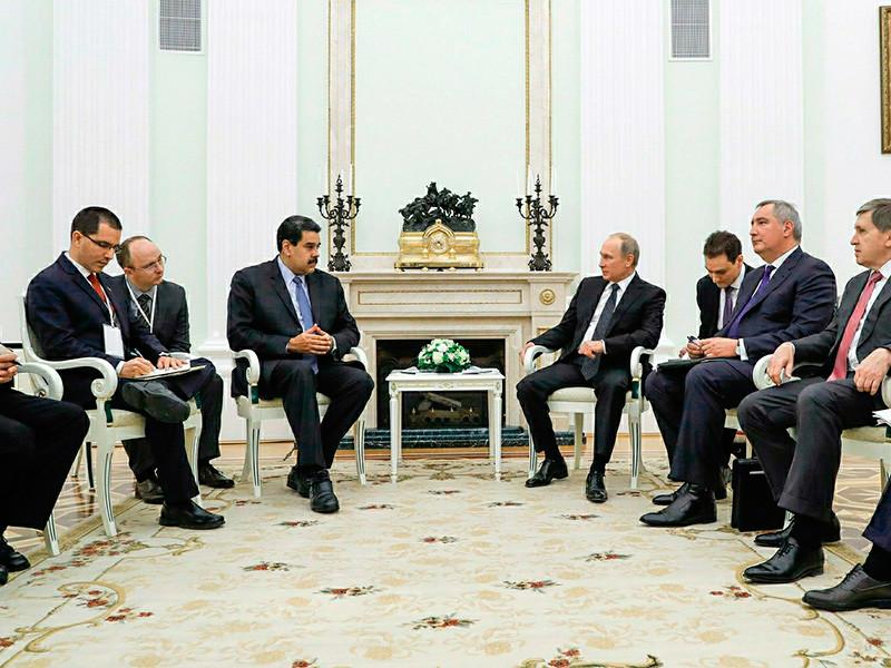 Кремль продолжит сотрудничество по нефтедобыче и ВПК с Венесуэлой, хотя той грозит дефолт, инфляция в 1000% и рост экономического кризиса