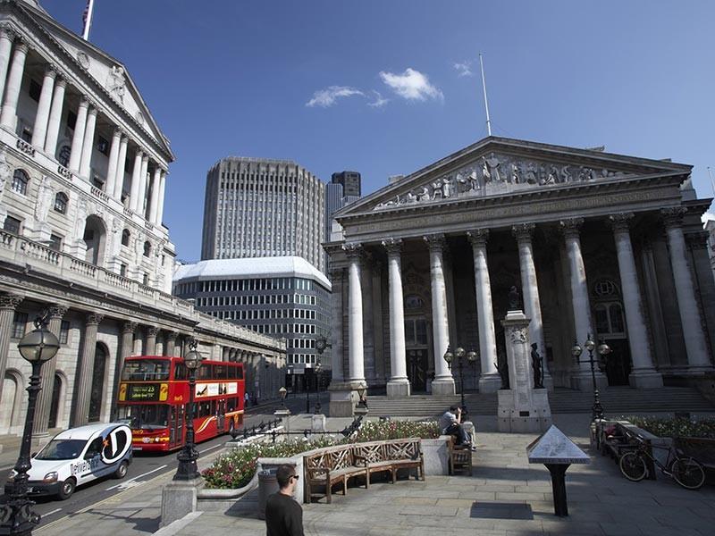 Холдинг En+ Олега Дерипаски разместил глобальные депозитарные расписки (GDR) по нижней границе ценового диапазона - по 14 долларов за бумагу - в ходе первичного размещения (IPO) на Лондонской фондовой бирже