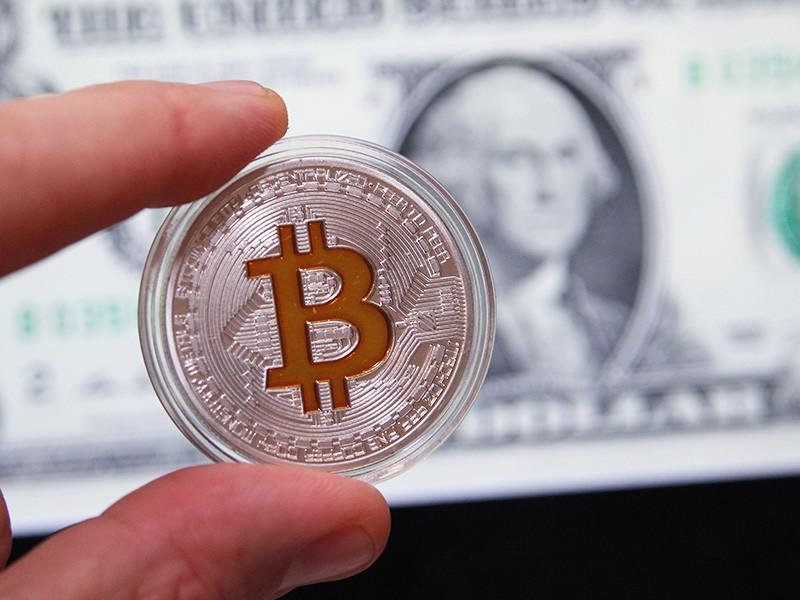 Обменный курс биткоина утром в четверг впервые на максимуме превысил 7 тыс. долларов, меньше чем через месяц после преодоления отметки в 5 тыс. долларов
